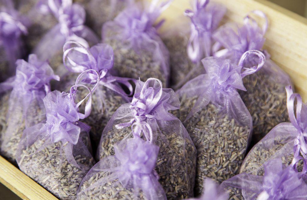 Organza sáčky ve fialové barvě s levandulí