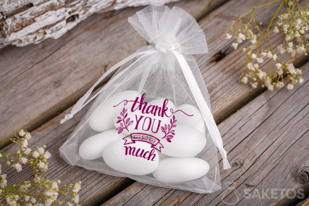 Díky svatebním hostům - organzový sáček s mandlemi