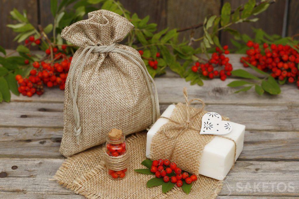 jutový sáček pro balení kostky přírodního mýdla.