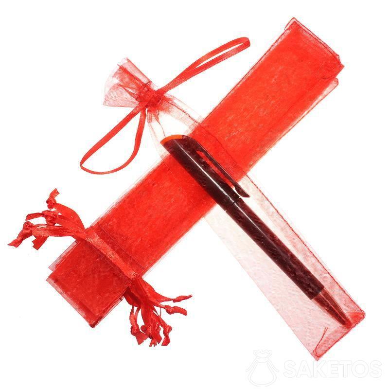 Červený organzový sáček 3,5 x 19 cm na pero.