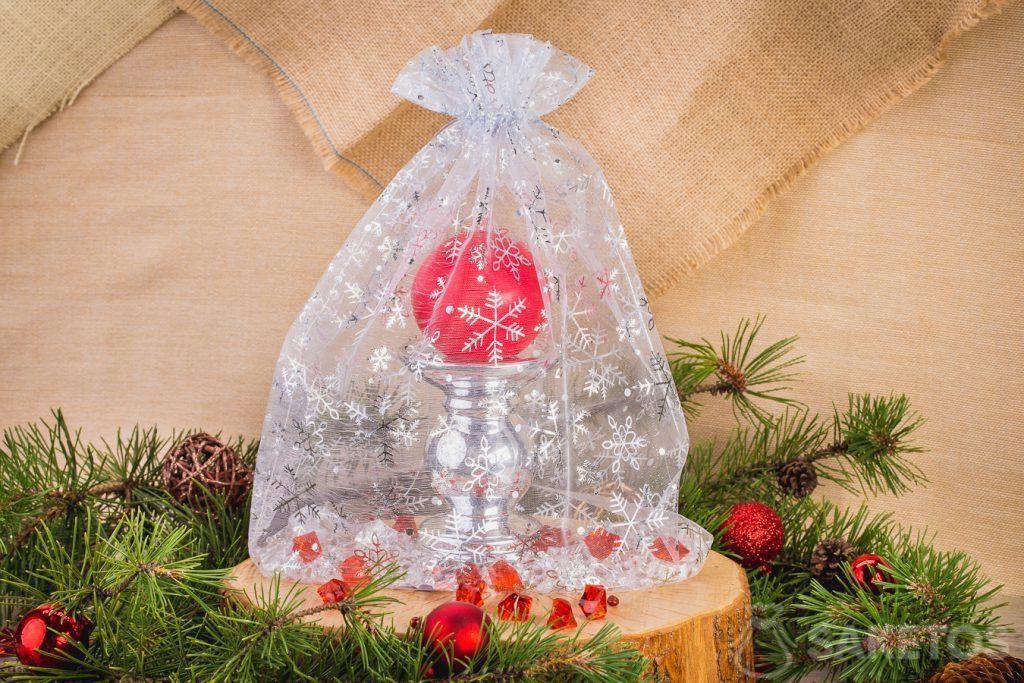 Svíčka v ozdobné vánočním sáčku z organzy