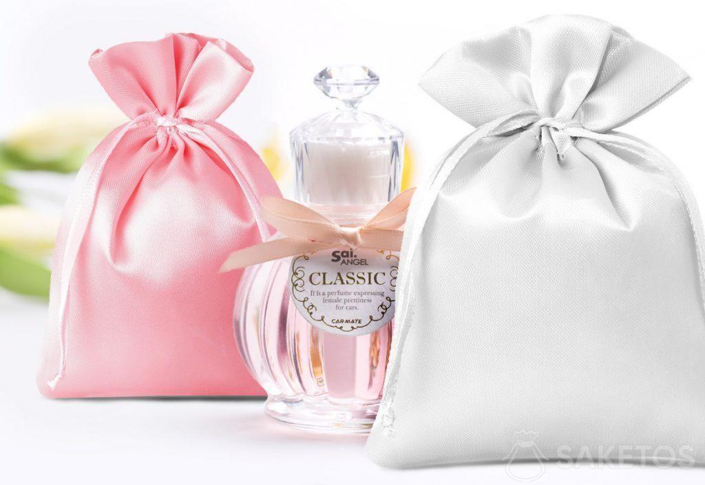 Saténové sáčky v růžové a stříbrné barvě a dekorativní parfém