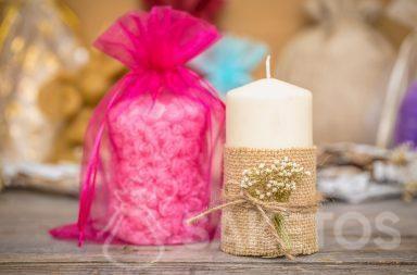 Sáček z organzy je elegantní balení svíčky