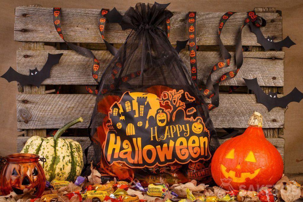 Sáčky z organzy jsou skvělé jako dekorace na Halloween.