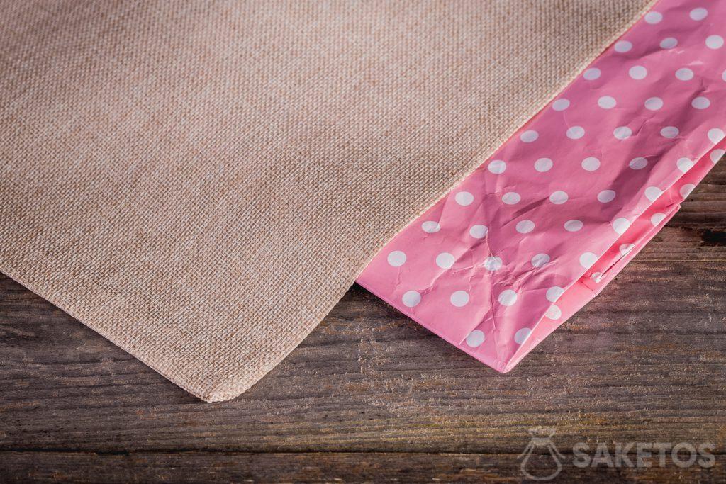 Látkové sáčky mají výhodu, že se neničí tak rychle jako papírové tašky