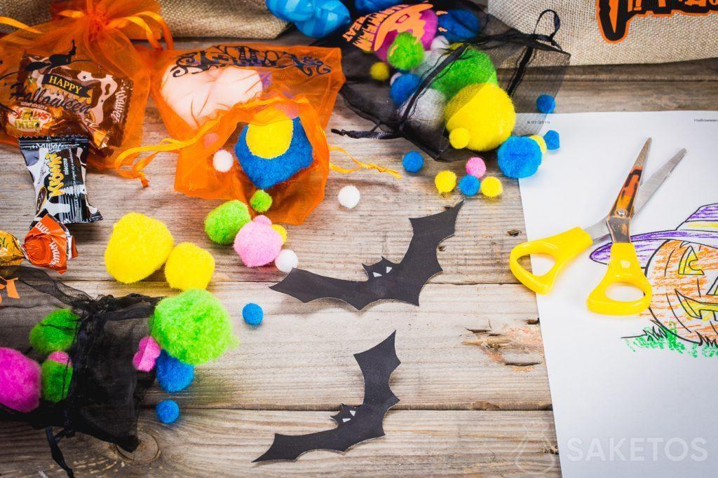Dekorativní sáčky na Halloween pojmou nejen bonbóny, ale i další dekorace.