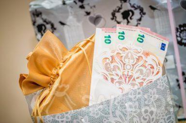 Oplatí sa darovat elegantně zabalené peníze.