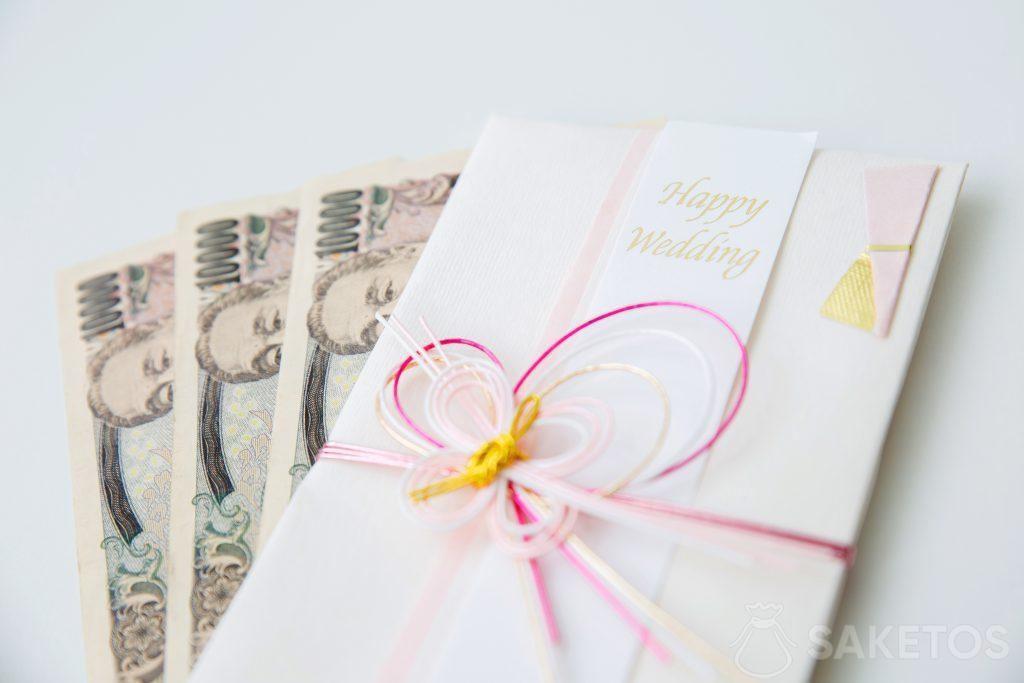 Peníze vložené jako svatební blahopřání