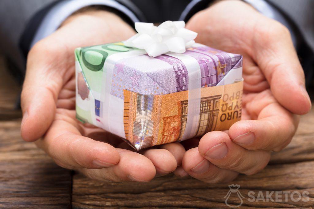 Bankovky jako dárkový balicí papír