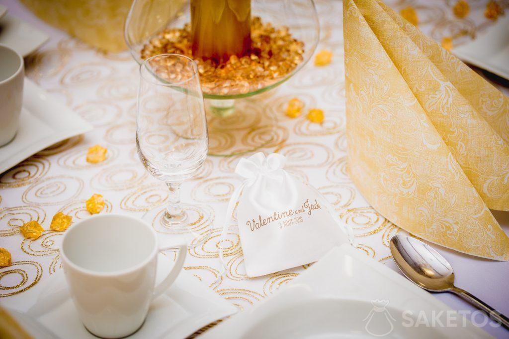 2.Saténový sáček s potiskem poděkování svatebním hostům