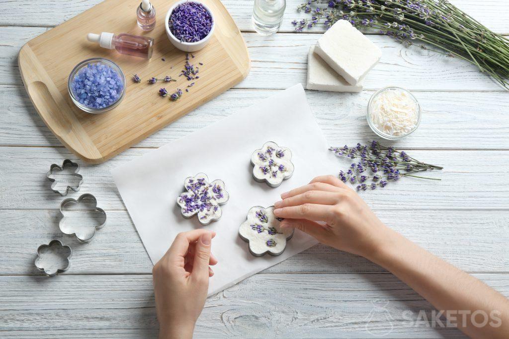 Zdobení domácího mýdla
