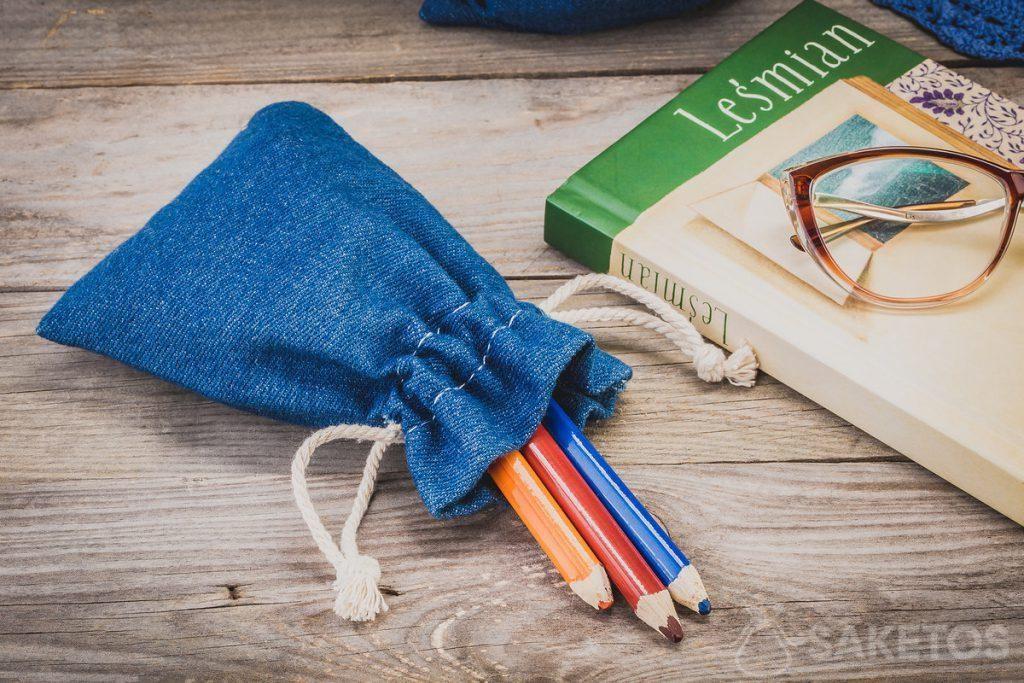Džínové tašky na kancelářské a umělecké potřeby