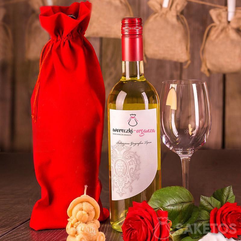 červený velúrový sáček na víno 16x 37 cm.