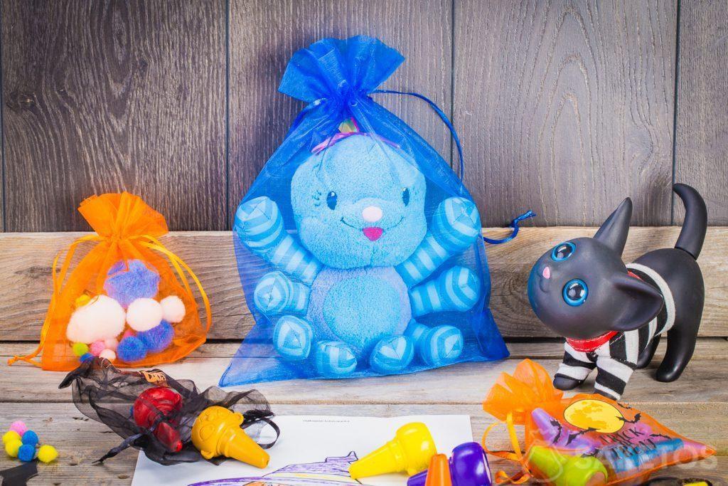 Halloween tašky - organza dekorace v dětském pokoji