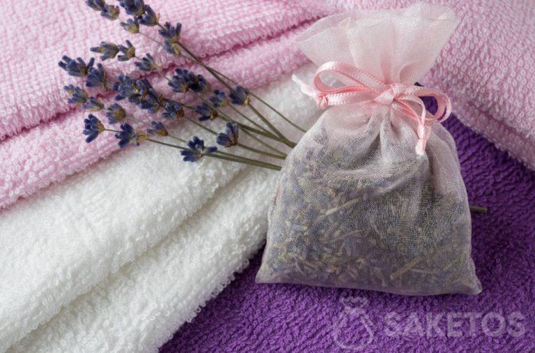 6. Levandulový vonný sáček dodá ručníkům krásnou vůni a poskytne ochranu před můrami.